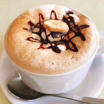 コーヒーに使っているのは、長野県の自家焙煎コーヒー店・三澤珈琲の焙煎豆。大きめのカップにたっぷり注がれていて、香りや苦み、風味を堪能できます。