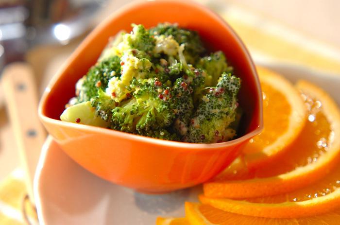 茹で時間やレンジ加熱方法さえマスターすれば、たくさんのお料理に応用できるブロッコリー。もちろんそのまま、茹でるだけでも美味しく食べられますが、ぜひサラダをはじめとした様々な美味しいレシピにどんどんチャレンジしてみてくださいね。