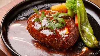 """シェフいち押しの""""自家製蔵王牛100%手ごねハンバーグ""""もおすすめ。シェフが作る愛情こもった美味しいお料理を、落ち着いた空間で是非!"""