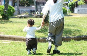 もんぺは大人だけのものではありません。動き回る汗かきキッズにもぴったりな子供用もんぺもあります。御近所の公園遊びに親子でお揃いコーデしてみない?