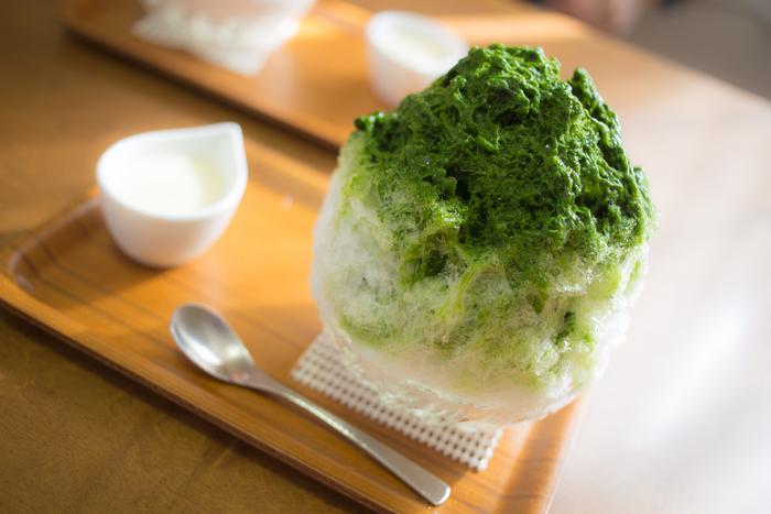 """暑くてぐったりしてしまう日でも、食欲の無い時でも、美味しいかき氷なら食べられる…という方も多いのではないでしょうか?今年の夏は、自家製シロップやトッピングを一工夫して""""おうちかき氷""""を楽しみませんか?ひんやりとしたかき氷で、身体を内側からクールダウンしましょう♪"""