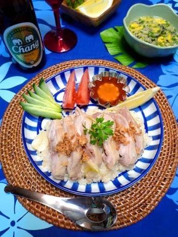 圧力鍋で、お米と鶏肉をともに調理する方法もおすすめ。お肉がホロホロになり、時短なのもメリット。時間がなくても、本格的なアジアン料理が堪能できます。