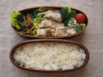 カオマンガイは、お弁当にもいいですね。エスニックな味も目先が変わって、気分が上がります。疲れも吹き飛びそうですよ。