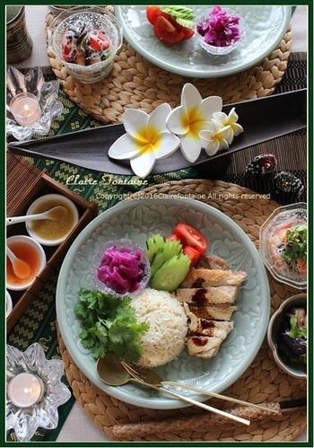 カオマンガイは、彩り美しい野菜とともに盛り付けて、カフェ風に仕上げるのもいいですね。南の風を感じる食器など使って、リゾート気分も味わいましょう♪