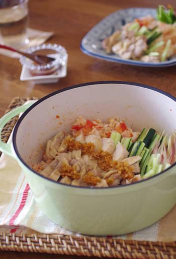 こちらは、無水鍋で鶏肉とトマト、米をいっしょに炊き、うまみをご飯に吸わせたカオマンガイ。トマトの酸味も爽やかで、夏にぴったりの味わいです。