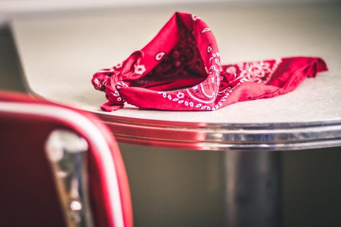 ハンカチは、季節や性別問わず使えるので、実用性ばっちりのアイテム。プリントや刺繍、形など、その国ならではのものが見つかりやすいのも、旅コレクションに向いていると言えるポイントです。