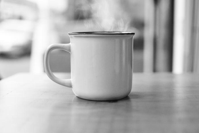 胃腸の冷えも、自律神経の乱れからくる冷えも、体の中から温めることで改善されると言われています。辛い冷えから解放されるためにも白湯を飲んで内臓から体を温め、代謝と血流アップを目指しましょう。