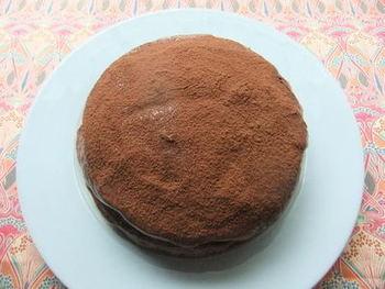「黒ビール」にはチョコレートが合うとご紹介しましたが、こちらはさらに、黒ビールを入れたチョコレートケーキです。黒ビールのおつまみに、スイーツ単体で、両方の味わいを食べ比べてみるのも良いですね。