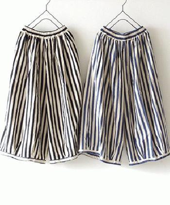 ストライプって、なんだか粋で颯爽とした雰囲気。すっきりシャープにも見せてくれるので、かっこよく着こなせます。ワイドなシルエットのバルーンパンツはスカートのような感じもあって、着こなしやすそう。柄のインパクトが強いので、トップはごくシンプルなものでもとても良く映えますよ。