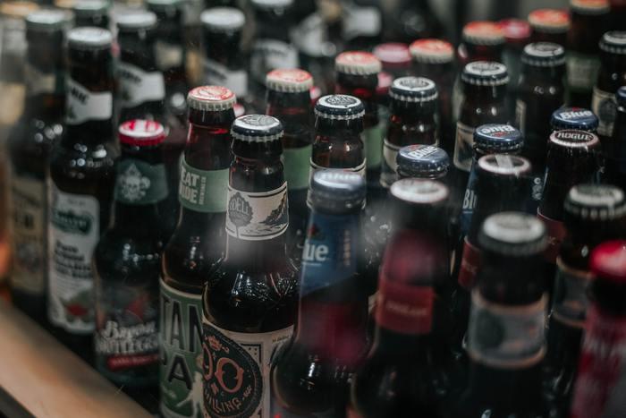 ビールといえば、どこの国にもその国のブランドというものがありますよね。ビール好きな方なら、旅行中試してみることがあると思いますが、その時、王冠を捨てないで大事にコレクションしてみてはいかがですか。 カラフルで、様々な字体のロゴがプリントされた王冠は、きっと素敵なコレクションになるはず。家に帰ってからも、ビールの味や、その時飲んだ場所や楽しかったおしゃべりを思い出すことができます。