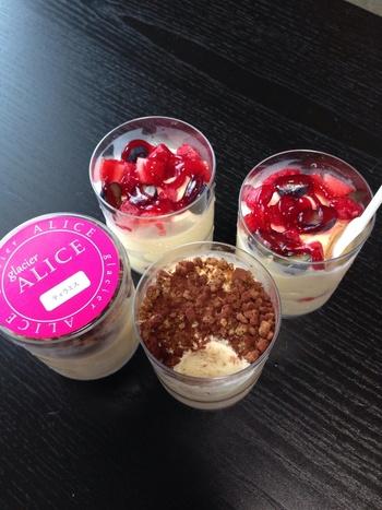 九州初のアイスケーキ専門店「glacier ALICE(グラッシェ アリス)」。シェフの宮本さんは、ホテル日航福岡の製菓製パン料理長として長年勤務されるなどの実績のある方。今や、地元福岡だけでなく全国的にその名を知られるようになった注目店です。