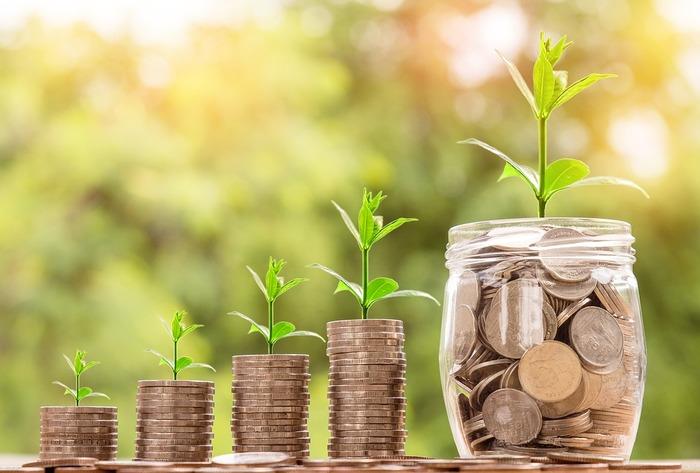 メリットは、なんといっても世帯の収入が増えるということ。老後にもらえる年金の額も2人分になります。また、夫婦どちらか仕事ができなくなってしまった場合も、収入がゼロにはならないため、精神的に余裕を持つことができます。