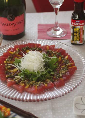 薬味たっぷりで、オイスターソースなどがきいたコクのある中華ソース。マグロやブリなど濃いめの味の魚によく合います。オードブルというよりも、メイン級のメニューにもなります。