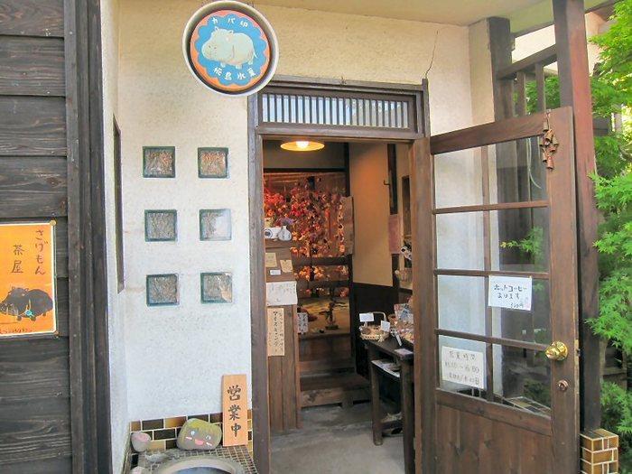 """""""カバ印のアイス""""として、地元福岡で親しまれている「椛島氷菓(カバシマヒョウカ)」は、川下りで有名な福岡の柳川にあります。母体は、果物の栽培を手掛ける「杏里ファーム」という農園で、その素材を使ったアイスキャンディーとジェラートがおいしいと評判です。"""