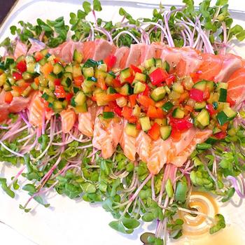 野菜のみじん切りをベースにした、フランスのラビゴットソースをカルパッチョに。彩りも美しく、テーブルが華やぎます。サラダ感覚で楽しみましょう。