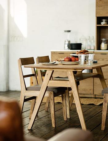 そんなナチュラルなダイニングにぴったりな「unico」のダイニングテーブルを、シリーズ別にご紹介していきます♪