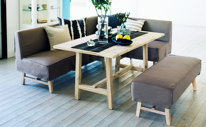 MANOAは、カジュアルな中にも大人の落ち着きを感じさせるデザイン。アカシア無垢材の木目を活かし、素朴でリラックス感のある空間を演出してくれます。