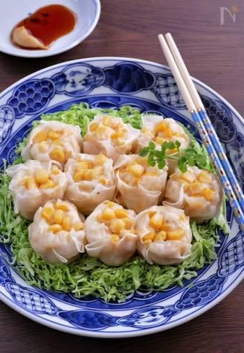 お肉は使わず、コーンとはんぺんで作るヘルシーな焼売。レンジ蒸しなので調理もとっても簡単!お子さまと一緒に楽しみながら作ってみてはいかがでしょう…コーンの食感も楽しく、黄色のカラーで食卓がパッと華やかに…。
