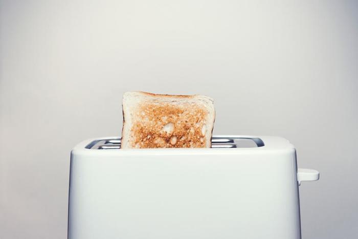 忙しい朝に嬉しいトースト。ジャムやバターをのせて食べるのは勿論、トーストがあれば、目玉焼き、サラダ、ヨーグルトなどのもう一品があれば、それだけで、立派な朝ごはんに…。
