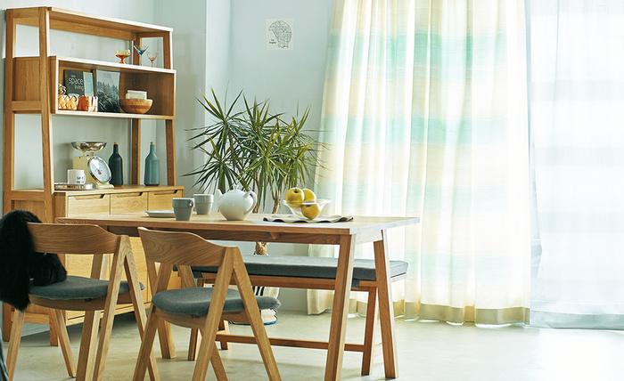 毎日食事をする大切な空間・ダイニング。ナチュラルなダイニングテーブルをセッティングして、ほっと心安らぐ空間を作りませんか?