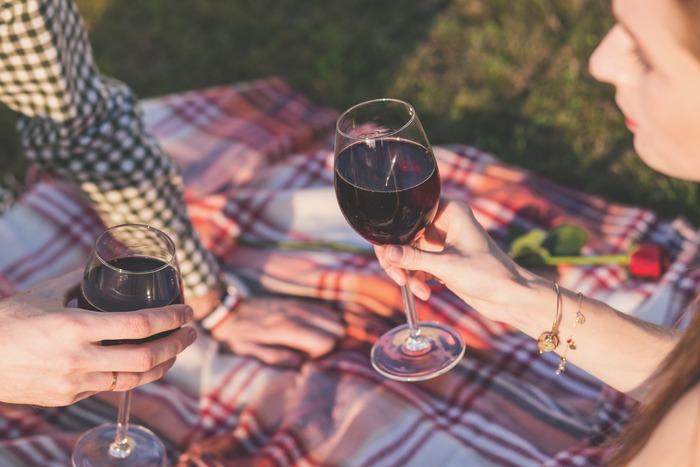 ビオワインには、亜硫酸塩やアミンの量が一般的なワインに比べて少ないため、悪酔いや二日酔いになりにくいと言われています。身体にもとっても優しいお酒なんです。
