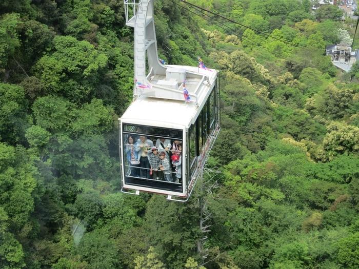前述した岐阜公園から金華山の山頂まで、約4分で結ぶロープウェー。乗っている間も、眼下に広がる四季折々の絶景も楽しめて◎。時期によって営業時間が違うので訪れる前に公式サイトをチェックしておいた方が良さそう。
