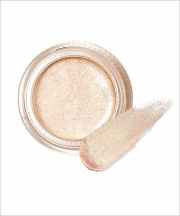 濡れたような艶めきと、上品に輝くパールが特徴のアイカラーです。肌に吸い付くようにフィットして、ヨレにくいロングラスティングなアイシャドウを実現。水系ベースで目元に負担をかけずにクレンジングできるので、洗顔料でも簡単にOFFできます。
