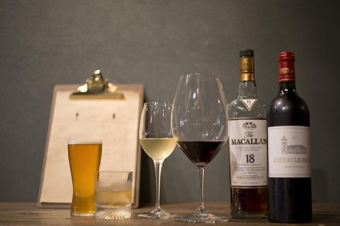 ウイスキーだけでも10種類以上と、とっても豊富なラインナップ。お料理にも食べられるエディブルフラワーを使うなど、インスタ映えするキュートなもので溢れています。