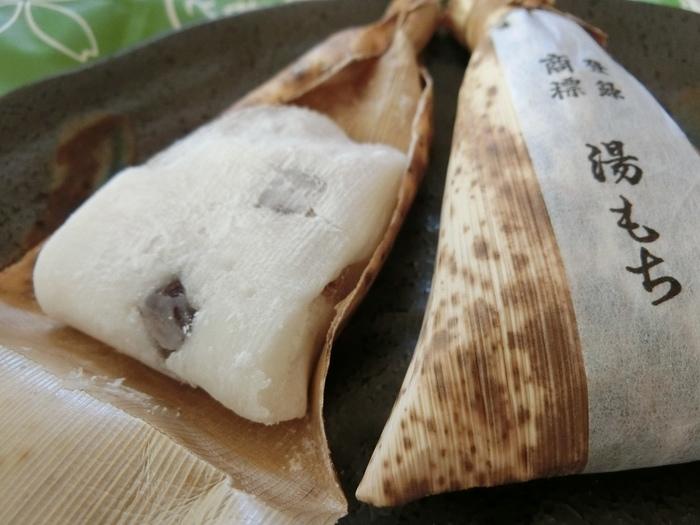 神奈川の指定銘菓にも選ばれた「湯もち」は、白玉粉をやわらかく練り上げたお餅で、まるでマシュマロみたいな新食感。中には本練り羊羹が混ぜ込まれている、ほんのり香る柚子が爽やかな生和菓子です。