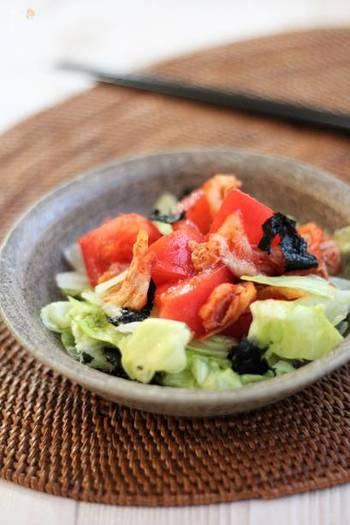 意外と何にでも合うキムチをサラダとしていただくレシピ。  夏野菜の代表・トマトと一緒にいただくとよりさっぱりいただけそうですね。