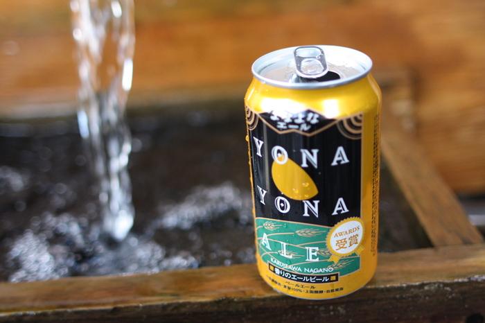 〈よなよなエール〉 ヤッホーブルーイングの代表的なエールビール「よなよなエール」はずっと見ていたくなる程美しい琥珀色。柑橘系のようなさわやかな香りで、飲みやすいビールです。