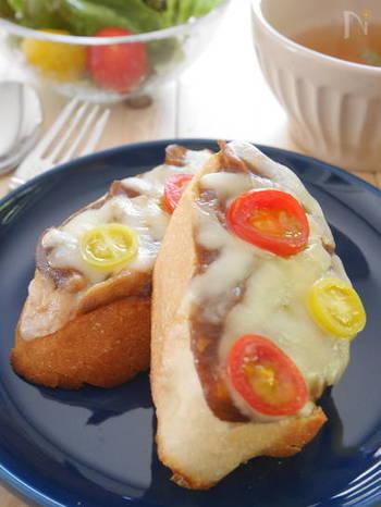 余ったカレーで、子供も大人も大好きなカレートーストはいかがでしょう。カレーとチーズとパンは、まさに最高の組み合わせ!これからの暑い季節も、カレー味で食欲増進。パクパク食べれちゃう美味しさです。
