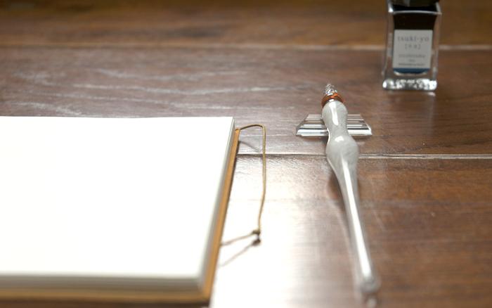 ひとつひとつ、手をかけて作られているスパイラルアーツの「ギヤマンガラスペン」。