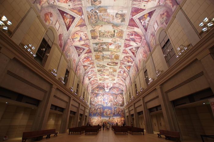 大塚国際美術館は、徳島県鳴門市にある世界初の陶板名画美術館です。世界26か国、190あまりの美術館の名作の中から1,000点以上を、陶板により複製しています。