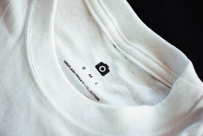 そこで今回はこの夏にぜひ取り入れたい白Tシャツのスタイリング例と、おすすめのTシャツをご紹介いたします!