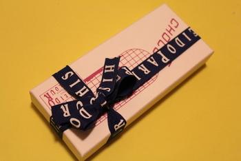 モボやモガの時代から、常に流行の先端を走ってきた老舗ならではのパッケージ。銀座の空気も一緒に贈れるお土産です。