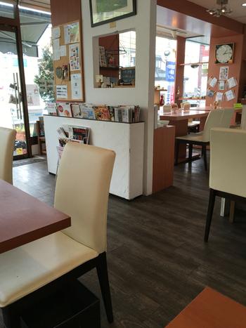 広々とした店内は、明るく気持ちのよい空間。席の間にゆとりがあるので、ゆっくりおしゃべりを楽しみたい方にもおすすめです。