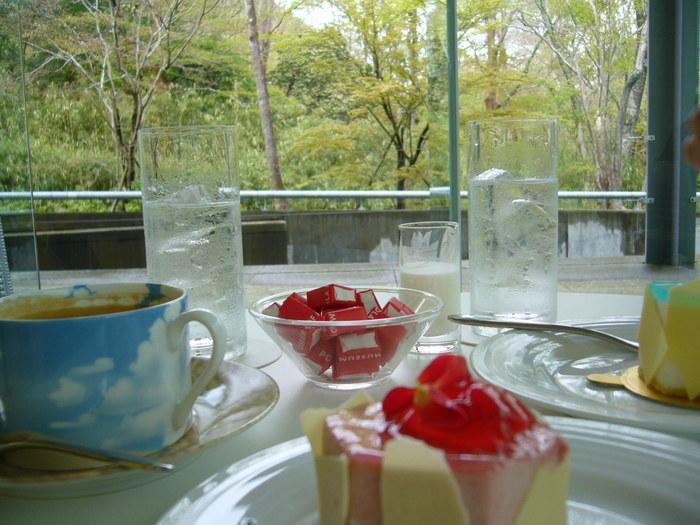 珈琲各種の他、サンドイッチや、ケーキも用意されているので、少しお腹を満たしたい方にもオススメです。 【画像は『ケーキセット』。】