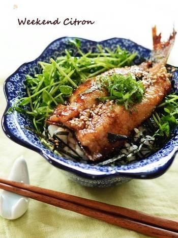 栄養満点のイワシを使って、夏バテ予防のスタミナ丼に。火が通りやすいので、10分で簡単に作れます。甘辛のこってり味がご飯に合い、魚嫌いのお子さんも気に入ってくれるかも?