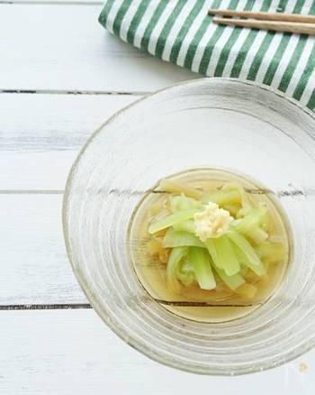 旬のなすで作りたい、エメラルドグリーンが涼しげな冷やしなす。めんつゆやおろし生姜など、そうめんに使って余りがちな調味料消費としても使える万能レシピです。