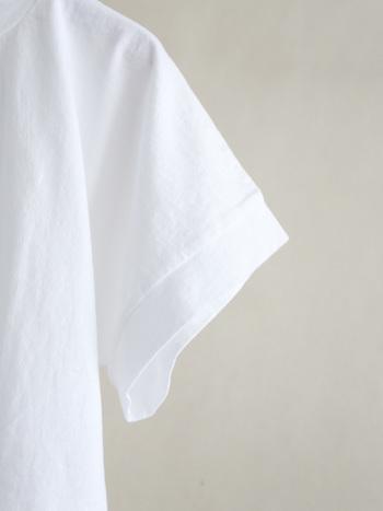 シンプルでカジュアルになりすぎてしまいそうと敬遠しがちな白いTシャツですが、今回は普段Tシャツを着ない方にも取り入れやすいコーディネート例と、おすすめTシャツをご紹介させていただきました。ポイントを掴むだけで簡単に旬のスタイルを楽しめるTシャツ、ぜひこの機会にチャレンジしてみてはいかがでしょうか?