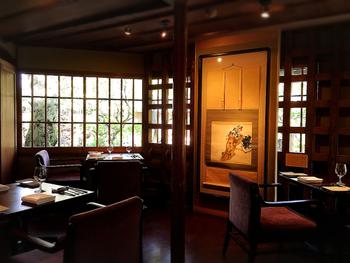 風格の感じられる建物は、近代日本画の先駆者・竹内栖鳳の旧私邸を改装して作られたのだそう。  アレルギーやベジタリアンの方はメニューをアレンジしてもらえたり、きめ細やかな対応で外国のお客様のおもてなしにもおすすめのお店です。