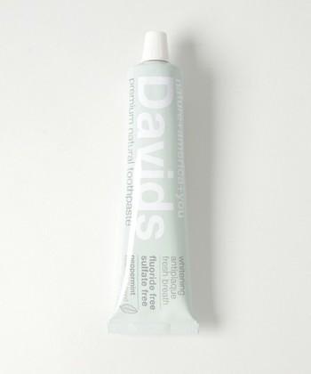 ホワイトニング トゥースペースト:Davids  ホワイトニング効果もある歯磨き粉。なのに天然成分100%なので、お口に入れても安心です。
