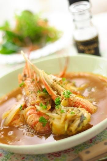 ソテーをしない、番外編。フランス煮込み料理の代表格「ポトフ」はたいてい時間がかかってしまいますが、こちらは海老・ホタテを使った海鮮が具材。サッと煮込めばOKなんです。  大きなフライパンが一つあれば、簡単おかずスープの出来上がりです。