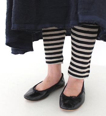 レギンスは夏でも脚を出したくない女性にとって、強い味方になってくれるアイテム。脚が気になるからスカートやワンピースを避けているという方は、ぜひレギンスを合わせた着こなしを楽しんでみてくださいね♪