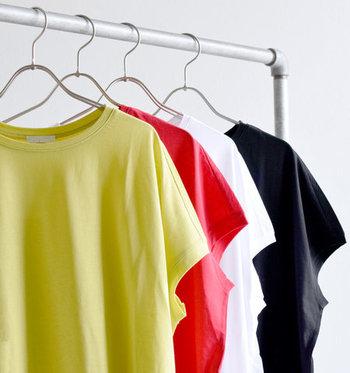 ちょっとしたポイントや、アイテムの選び方を意識するだけで、Tシャツワンピースの家着感はぐっと薄まります。  ぜひ今回紹介したコーデを参考にして、Tシャツワンピースで、ラフでおしゃれなお出かけコーデを楽しんでみてくださいね♪