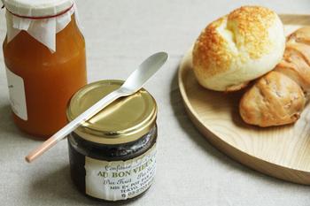 バリエーションの中で、珍しいカトラリーがこちらのジャムナイフ。なだらかな窪みがあって、ジャムをすくってパンに塗るのにとっても便利。