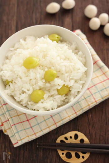 茶碗蒸しなどに入っている「銀杏」も子供のころは苦くて食べられなかった食べ物。滋養強壮に良い成分(アルカロイド)が苦みを引き起こしているんだそう。お米と一緒に炊き込んで、その風味を堪能して下さい。