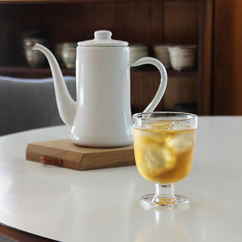 【arekore(アレコレ)オリジナル ルイボスティー】  パイナップルダイス、ジャスミン、マリーゴールドをブレンドしたルイボスティー。ルイボスティーはミネラル豊富でカフェインを含まないので、毎日安心して飲めますね。フルーティーな味をブレンドしたお茶は、爽やかさも抜群です。