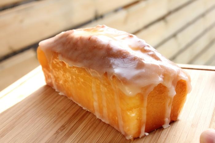ケーキにかかっている白いアイシングが「グラス・オ・シトロン」です。 写真を見るだけでどんな味なのかが伝わってきますね!